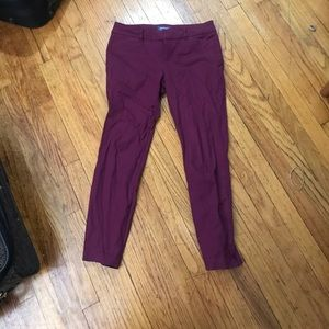 Mid-rise maroon colored pants